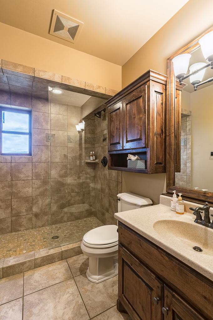 Scenic Mesa Lodge Bath